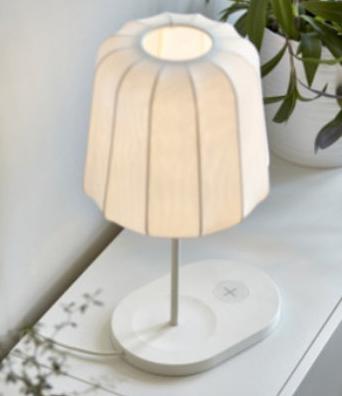 Les lampes IKEA rechargent votre mobile par induction.
